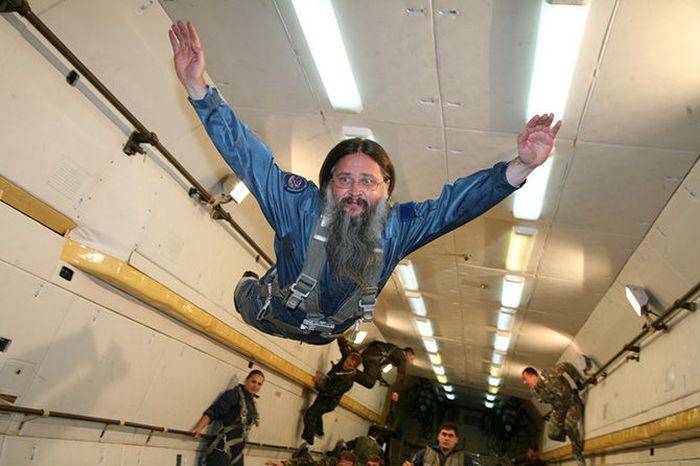 """""""Скафандр священника"""" - новое изобретение Роскосмоса (4 фото)"""