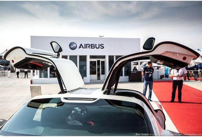 Доставка дорогостоящих автомобилей арабских шейхов по воздуху (18 фото)