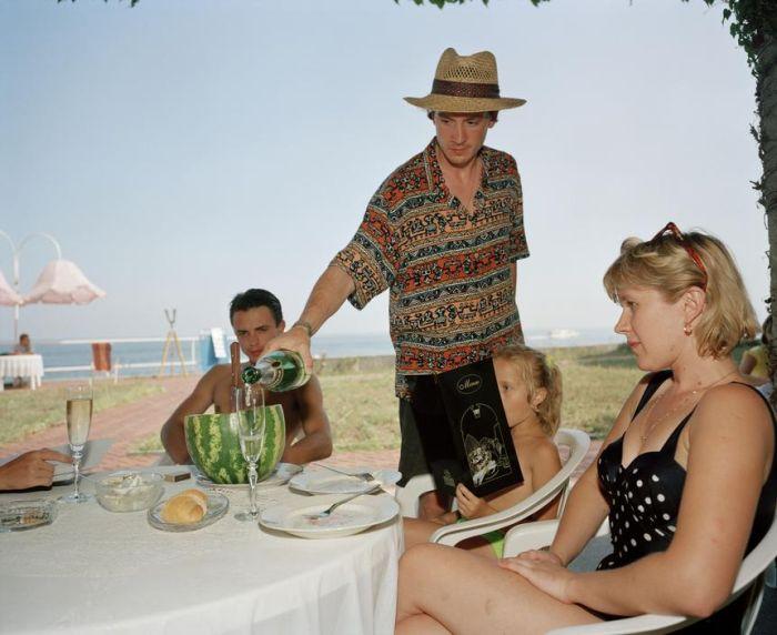 Ялта 1995-го года в объективе британского фотографа (41 фото)