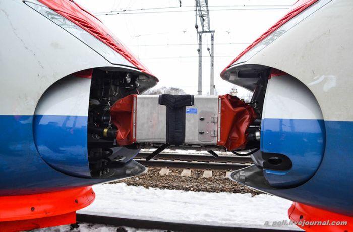 Самый длинный поезд в мире запущен в эксплуатацию в России (25 фото)