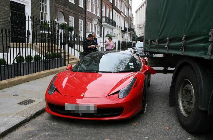Водитель грузовика не заметил Ferrari 458 Italia (9 фото)