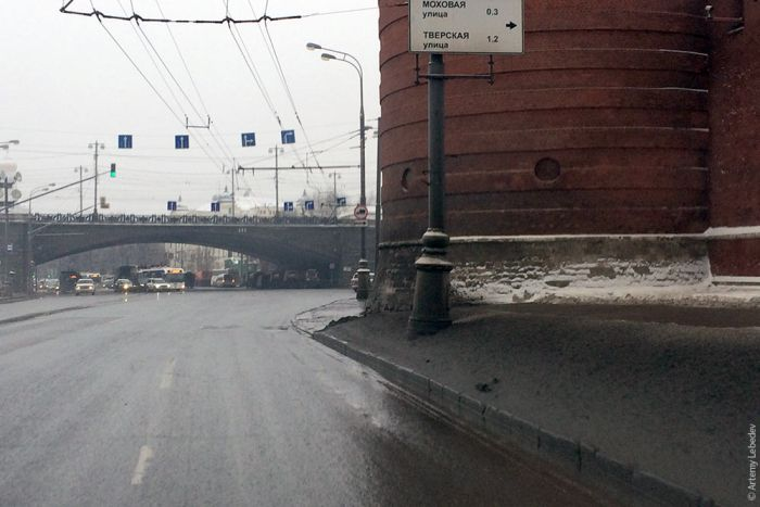 Откуда берется грязь на улицах Москвы (24 фото)