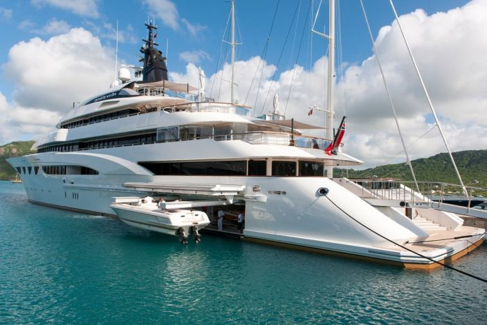 Яхта за 1.3 млн долларов в неделю (31 фото)