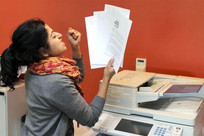 Офисный розыгрыш со скрепкой (11 фото)