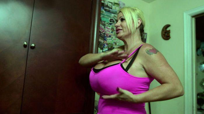 Претендентка на звание обладательницы самой большой груди в мире (21 фото)