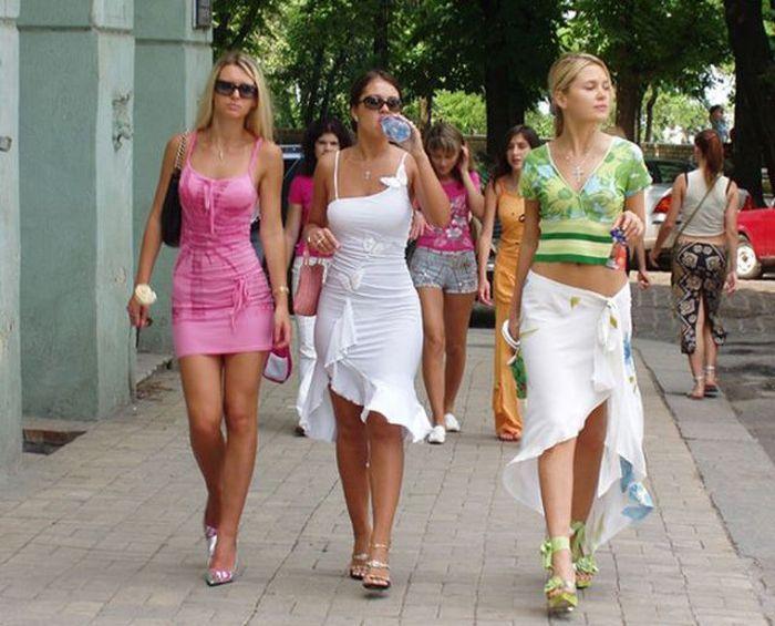 Девушки на улицах города 48 фото