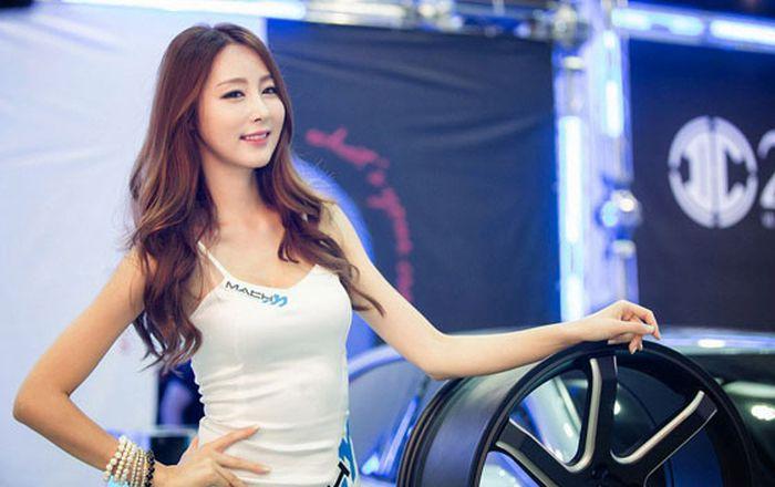 Девушки с автовыставки в Сеуле (43 фото)