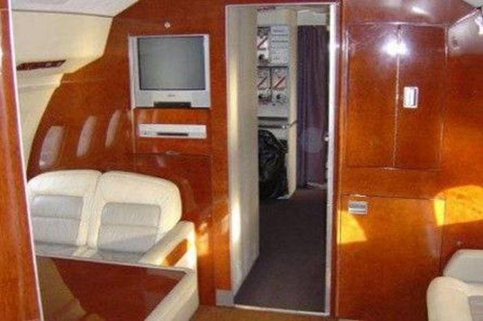 Интерьер самолета президента РФ (42 фото)