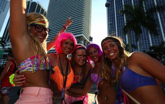 Девушки с музыкального фестиваля (37 фото)