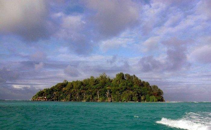 Не стоит копить на квартиру, когда можно купить персональный остров (8 фото)