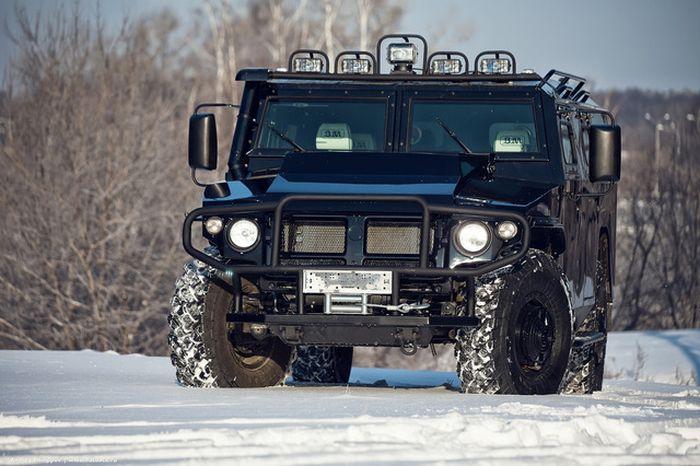 """Люксовая модификация бронированного внедорожника ГАЗ """"Тигр"""" (26 фото)"""