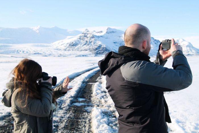 Прогулка по пещерам Исландии с неожиданным финалом (9 фото)