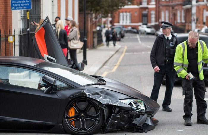 Шикарный Lamborghini Aventador был разбит в Лондоне (12 фото)