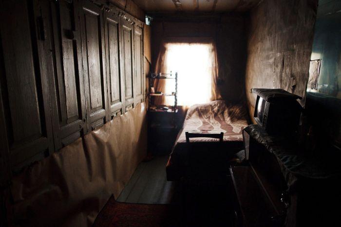 Забытая деревня внутри экспериментального ж/д-кольца (26 фото)