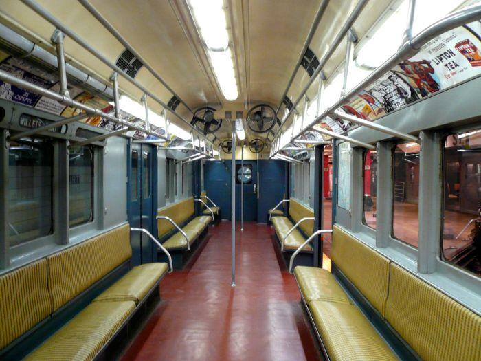 Вагоны метро в разных странах мира (30 фото)
