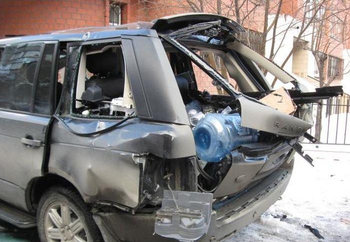 Взрыв газового баллона в машине (5 фото)