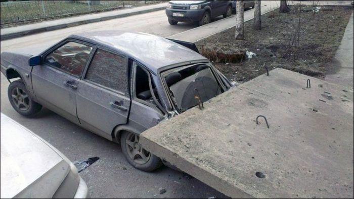 Не паркуйтесь близко у подъезда (2 фото)
