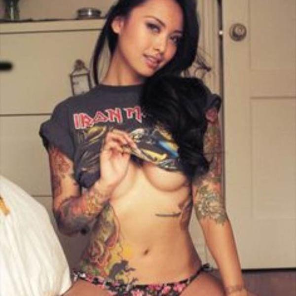 Сексуальные девушки показывают грудь (54 фото)