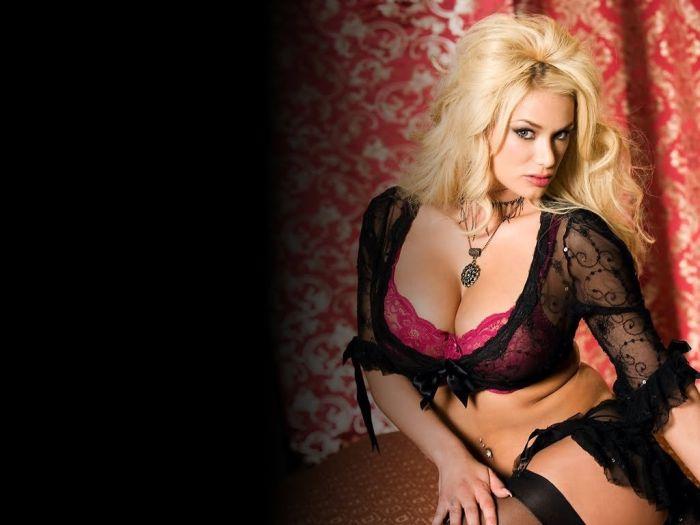 Топ-25 самых сексуальных порноактрис 2014 года (25 фото)