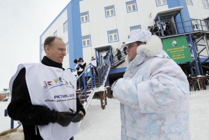 Новая арктическая форма российских пограничников (13 фото)