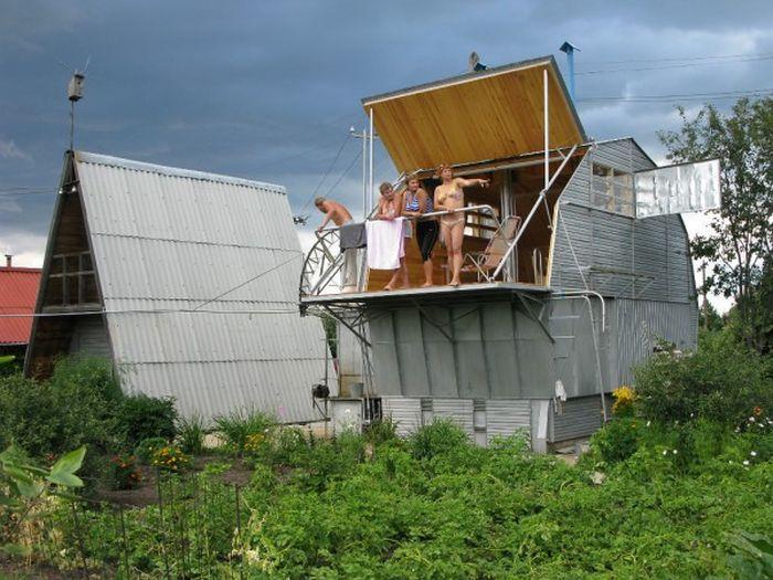 Креативный дом-трансформер от народного умельца (22 фото)
