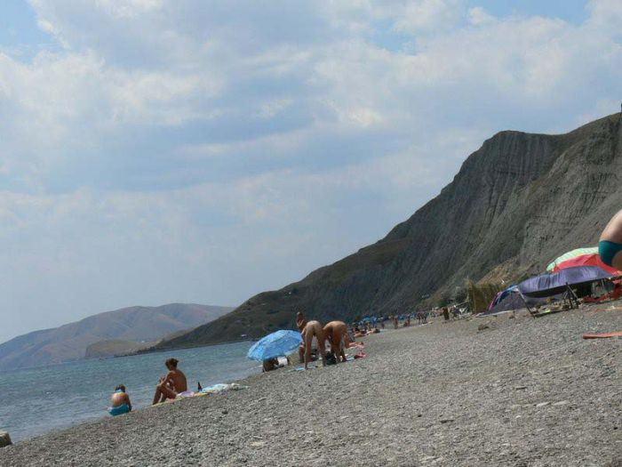 Лисья бухта - нудистский пляж в Крыму (26 фото)