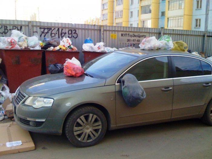 Водитель, думай головой, паркуя свой автомобиль (2 фото)