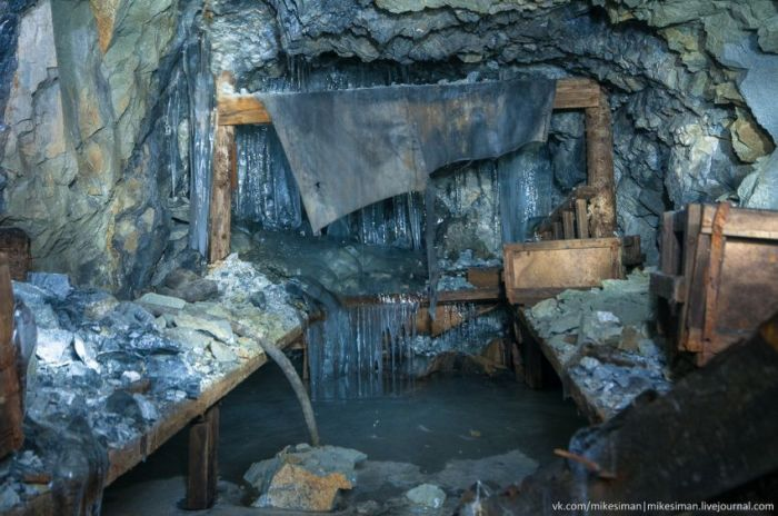 """Опасная прогулка по затопленному руднику """"Юбилейный"""" (29 фото)"""