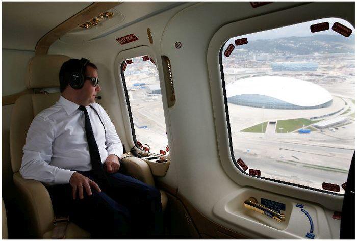 Интерьер вертолета президента РФ (11 фото)