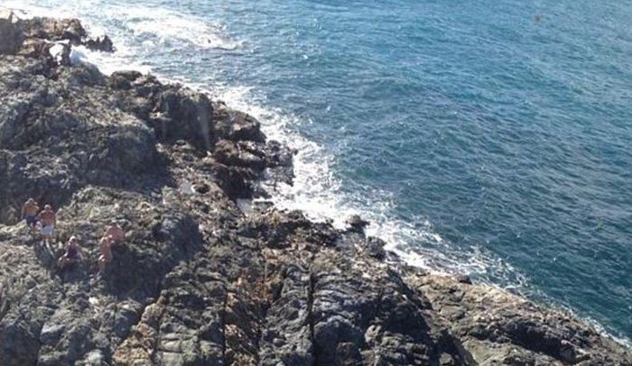 Спасение с необитаемого острова (4 фото)