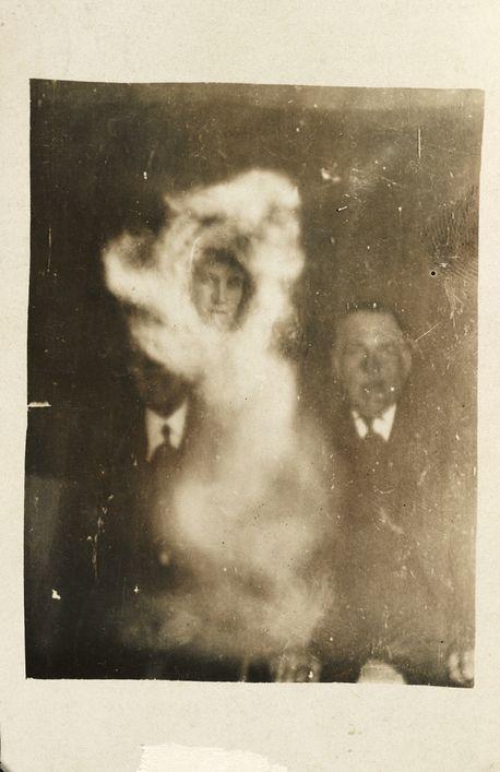 Фотографии с призраками начала 20 века (23 фото)
