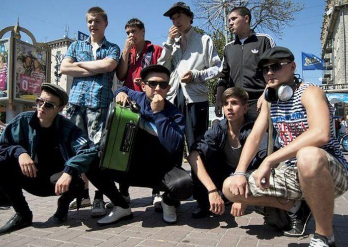 Гопники из России стали иконами стиля в Европе (8 фото)