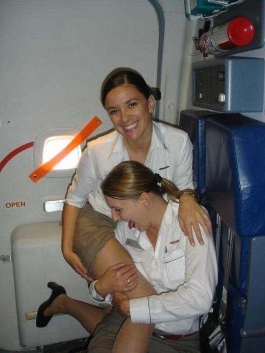 Бесстыжие стюардессы (22 фото)