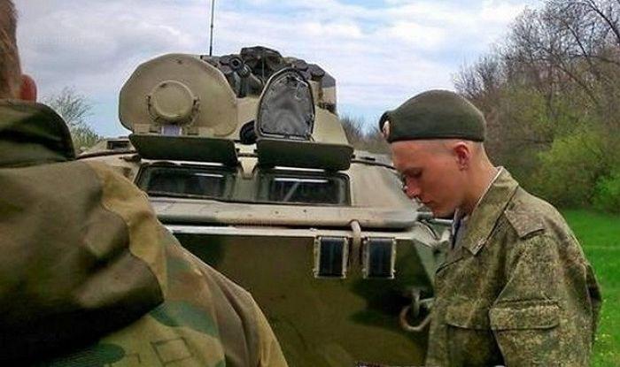 Жуткая авария: БТР переехал ВАЗ-2105 (5 фото)