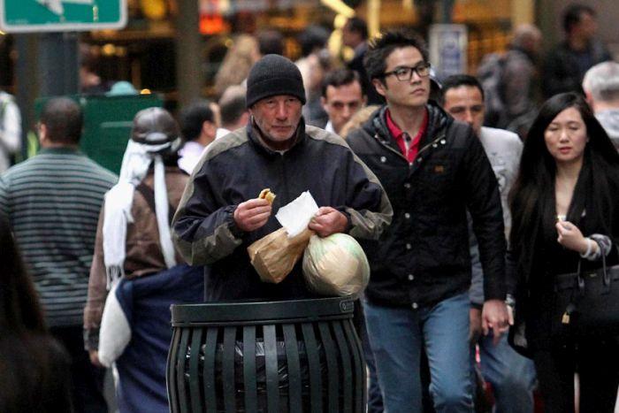 Невероятная история о необычном нищем из Нью-Йорка (4 фото)