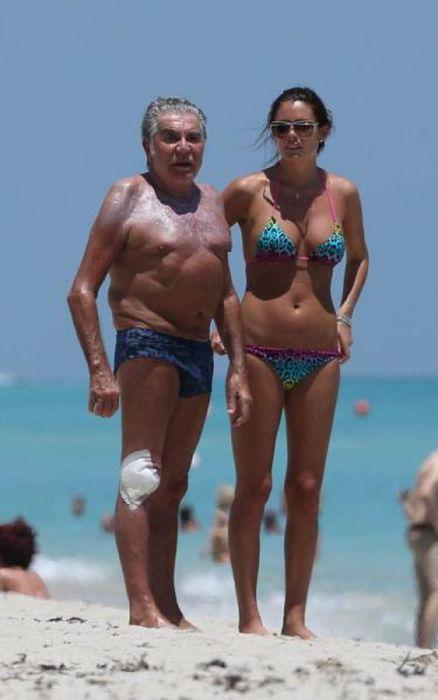 Роберто Кавалли и его возлюбленная - модель Лина Нильсон (15 фото)