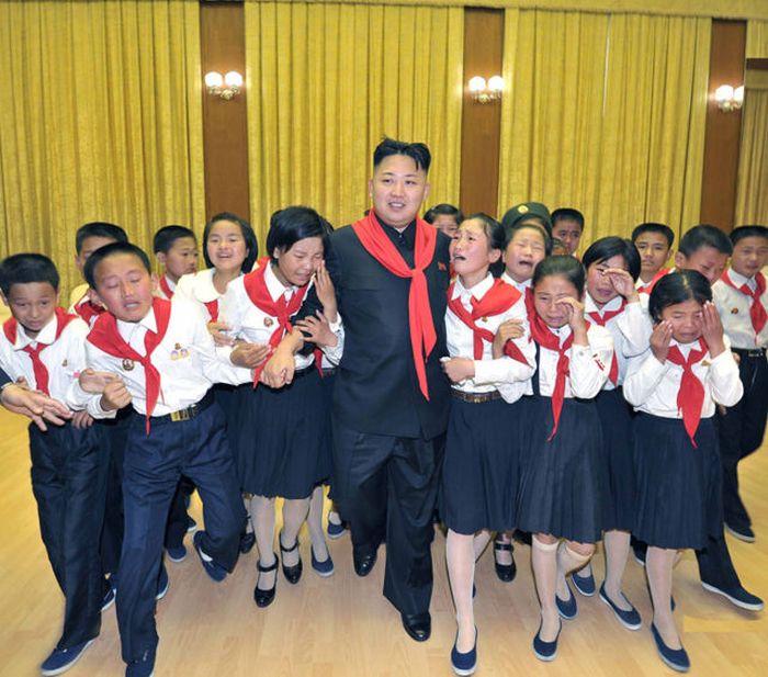 Ким Чен Ын и народная любовь (37 фото)