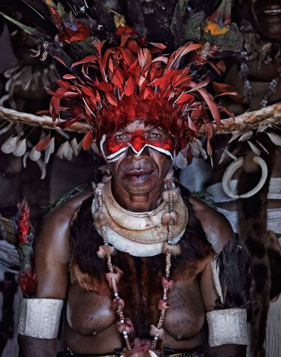 Индонезия и Папуа – Новая Гвинея: жизнь исчезающих племен (40 фото)