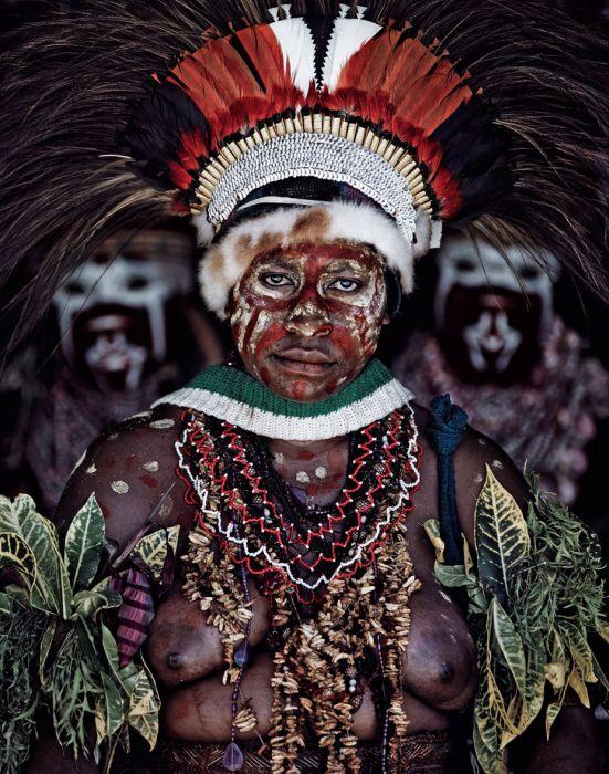 Индонезия и Папуа – Новая Гвинея: жизнь исчезающих племян (40 фото)
