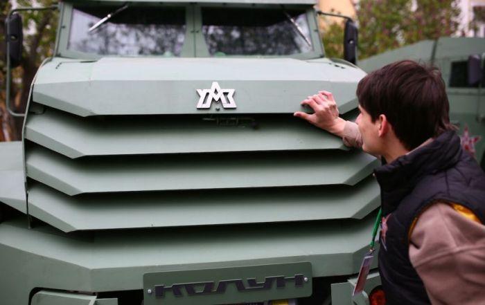 Новые российские броневики футуристического вида (12 фото)