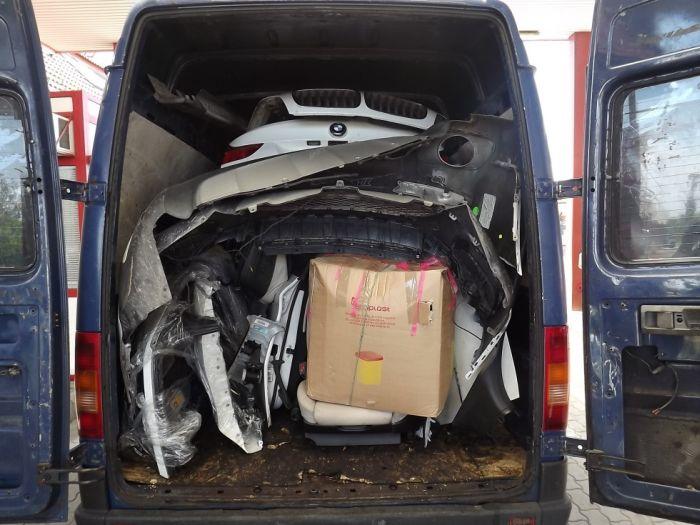 Полиция Румынии поймала необычного контрабандиста (3 фото)