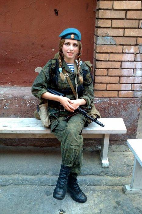 Загадка дня: отгадайте профессию этой девушки (42 фото)