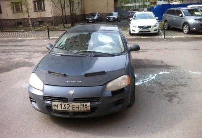 Месть владельцу авто за блокировку проезда (5 фото)