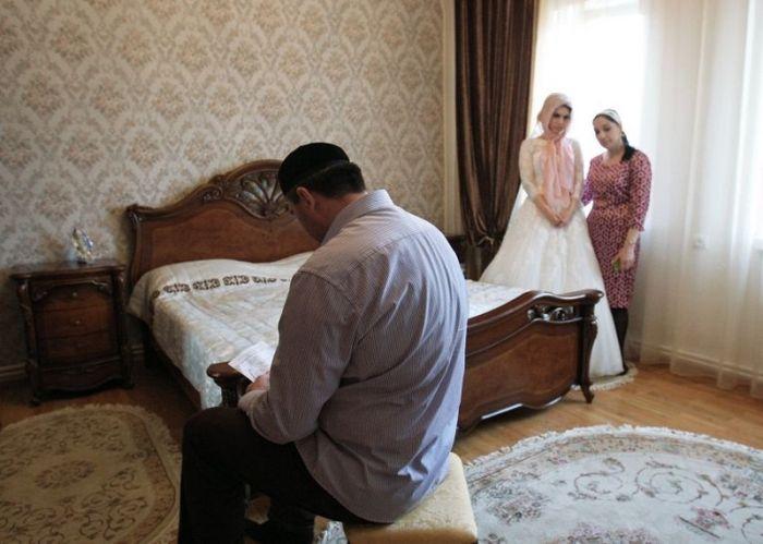 Традиции и нюансы чеченской свадьбы (13 фото)
