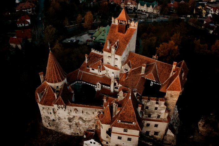 """""""Замок Дракулы"""" выставлен на продажу (25 фото)"""