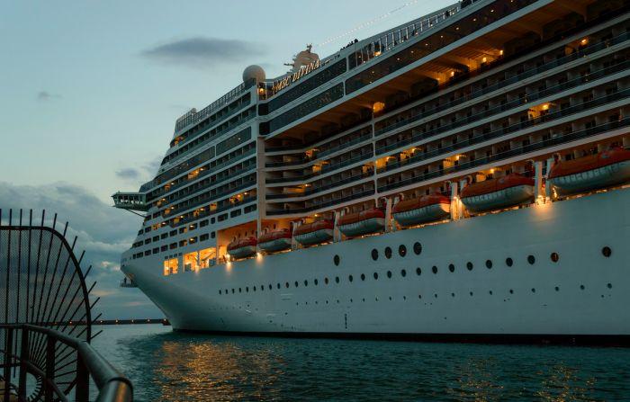 Крупнейшие круизные лайнеры в мире (11 фото)