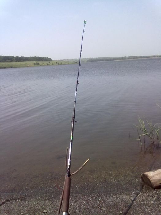 Чем заняться на рыбалке, имея при себе нож и палку (8 фото)