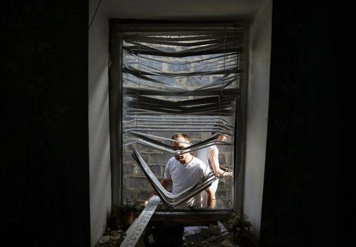 Во время ночных боев в Славянске были разрушены десятки жилых домов (6 фото + 2 видео)