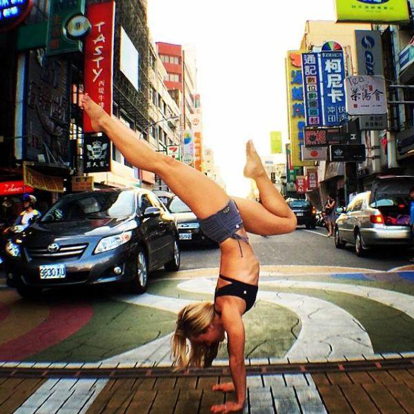 Кино МакГрегор - сексуальный тренер по Аштанга йоге (46 фото)