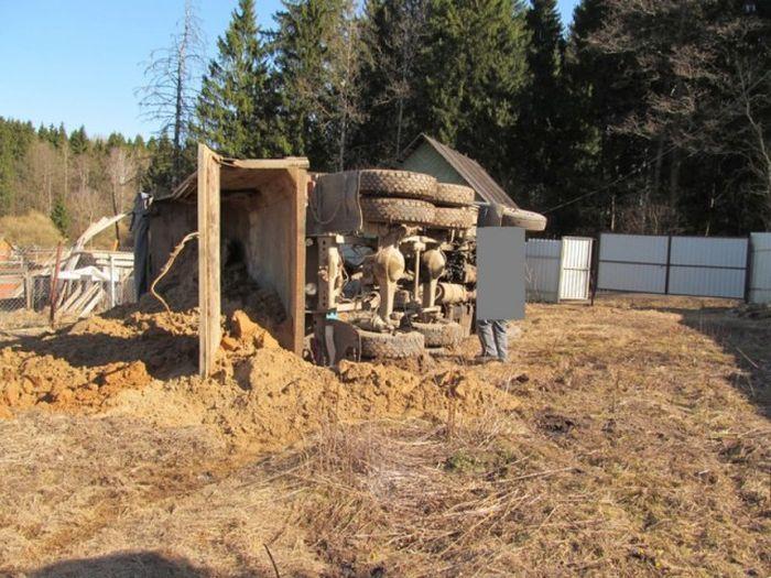 Доставка песка пошла не по плану (8 фото)
